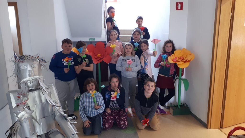Učenci podružnične šole Vreme ob 8. marcu in materinskem dnevu