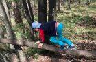 Pohod s športnimi izzivi v gozdu