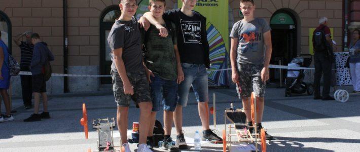 Naši učenci znova uspešni na tekmovanju elastomobilov